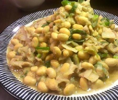 大豆と豚バラのこっくり炒め